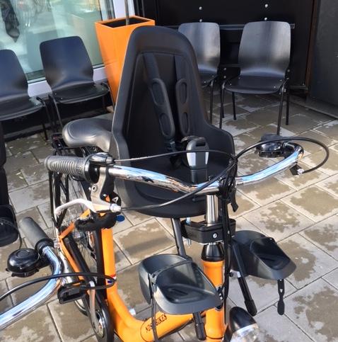 Een kinderstoeltje voor bij het stuur van je fiets